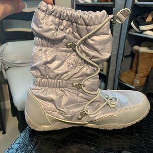 Sz 5 The North Face Self lacing snow boots